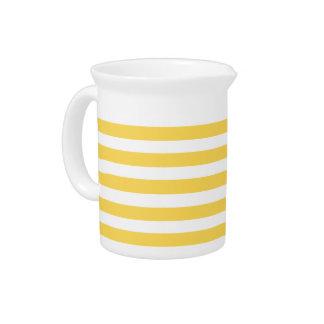 黄色いDeckchairは縞で飾ります ピッチャー