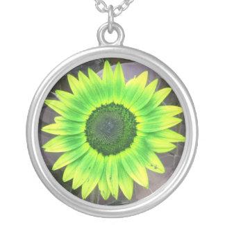 黄色いNの緑のヒマワリのネックレス シルバープレートネックレス