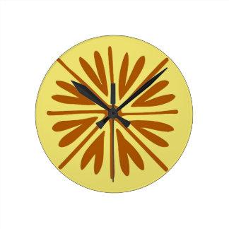 黄色およびブラウンの民俗花のミニマルな抽象芸術 ラウンド壁時計