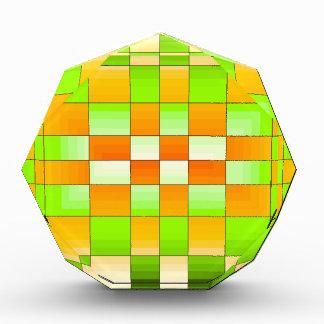 黄色および緑の目の錯覚のチェス盤 表彰盾