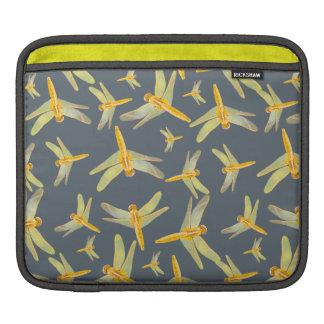 黄色および金ゴールドのトンボのプリント iPadスリーブ
