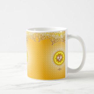 黄色か金ゴールドManipuraの第3 (中心の)チャクラのコーヒー・マグ コーヒーマグカップ