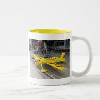 黄色く平らなマグ ツートーンマグカップ