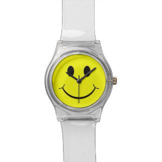 黄色く幸せなスマイリーフェイスの70年代の澄んなルーサイトの腕時計 腕時計