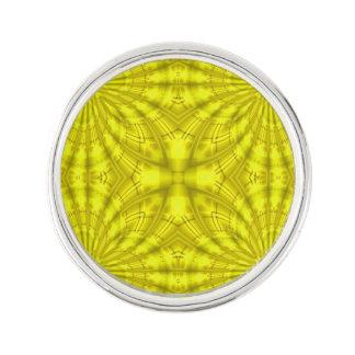 黄色く抽象的な木製パターン ラペルピン