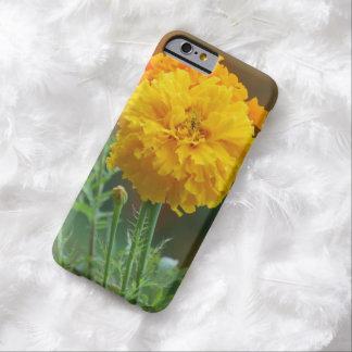 黄色く柔らかいマリーゴールドの花 BARELY THERE iPhone 6 ケース