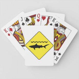 「黄色にしま鮫」の印のトランプのポーカーのデッキを警告します トランプ