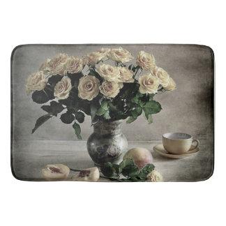 黄色のバラおよびモモのAntiqued花束 バスマット