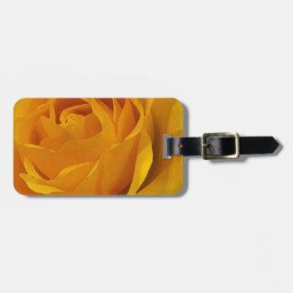 黄色のバラの花びらの荷物のラベル ラゲッジタグ