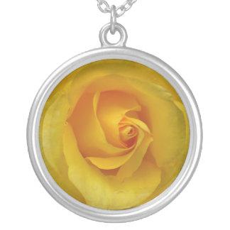 黄色バラのネックレスの黄色バラのギフトの記念品 シルバープレートネックレス
