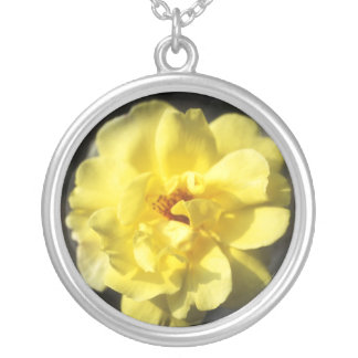 黄色バラの円形の銀製のネックレス シルバープレートネックレス