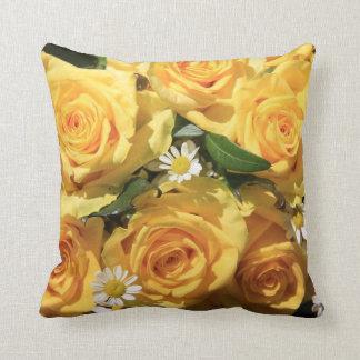 黄色バラの枕 クッション