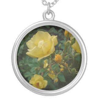 黄色バラの花のbohoの素朴な女性のネックレス シルバープレートネックレス