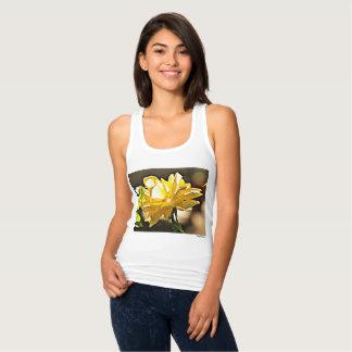 黄色バラ細い適合の女性のRacerbackのTシャツ タンクトップ
