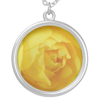 黄色バラ シルバープレートネックレス