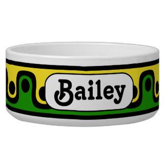 黄色及び緑の大きく名前入りな陶磁器犬ボール