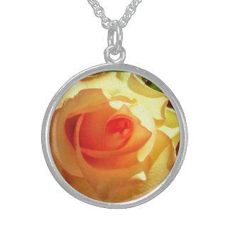 黄色灯のバラの純銀製のネックレス スターリングシルバーネックレス