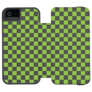 黄色緑のチェッカーボードパターン INCIPIO WATSON™ iPhone 5 財布 ケース