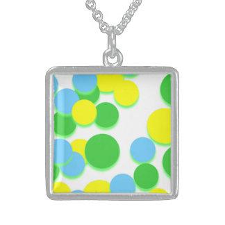 黄色緑の大きい円の銀の正方形のネックレス スターリングシルバーネックレス