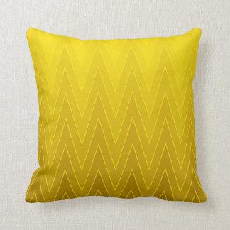 黄色黄土の勾配のグラデーションなシェブロンパターン クッション