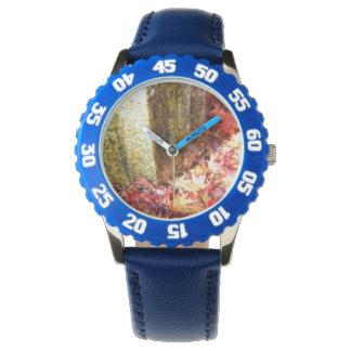 黄金色。独特な腕時計。紅葉柄 腕時計