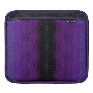 黒いおよび紫色のダイヤモンドのストライプ iPadスリーブ
