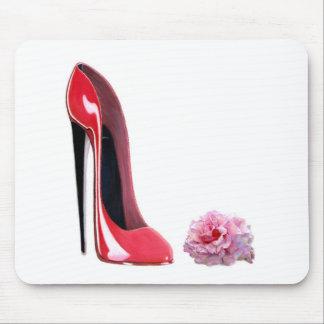 黒いかかとの赤い小剣の靴は上がり、 マウスパッド