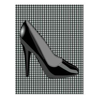 黒いかかとの靴-黒いギンガムの背景 ポストカード