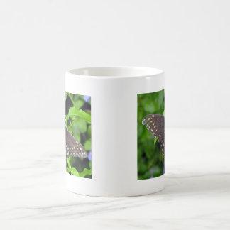 黒いアゲハチョウの蝶 モーフィングマグカップ