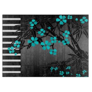 黒いアジア人で花ティール(緑がかった色)の青い花 カッティングボード
