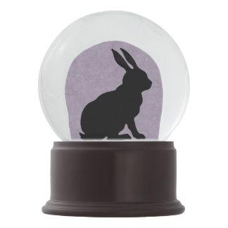 黒いウサギのシルエットのイースターのウサギ スノーグローブ