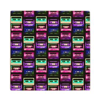 黒いカセットテープの木のコースターのネオン ウッドコースター