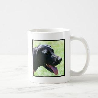 黒いグレートデーンのマグ コーヒーマグカップ