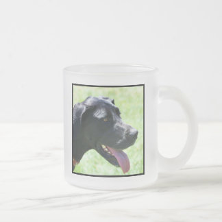 黒いグレートデーンのマグ フロストグラスマグカップ