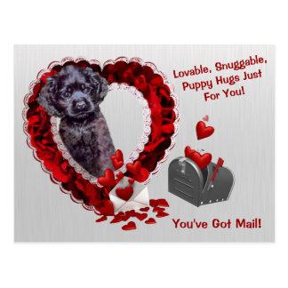 黒いコッカースパニエル#2郵便子犬の抱擁を持っています ポストカード