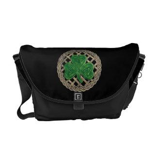 黒いシャムロックおよびケルト結び目模様のメッセンジャーバッグ クーリエバッグ