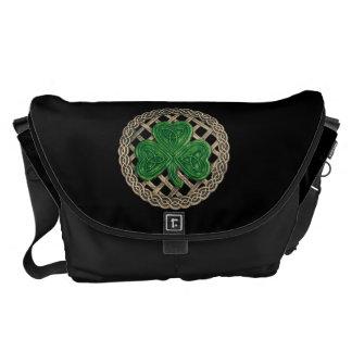 黒いシャムロックおよびケルト結び目模様の大きいメッセンジャーバッグ メッセンジャーバッグ