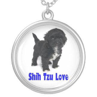 黒いシーズー(犬)のTzuの小犬青い愛ネックレス シルバープレートネックレス