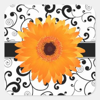 黒いスクロールデザインのシールを持つオレンジガーベラのデイジー 正方形シール・ステッカー