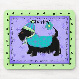 黒いスコッチテリアテリア犬の名前の名前入りな緑 マウスパッド