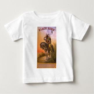 黒いタカの原産のアメリカインディアン ベビーTシャツ