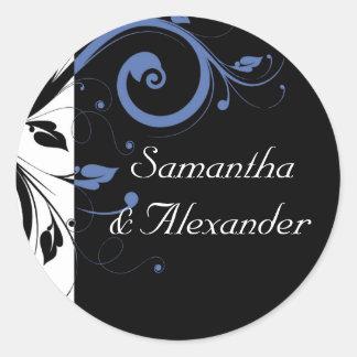 黒いタマキビのヤグルマギクの青い花の結婚式 丸形シール・ステッカー