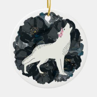 黒いバラのオーナメントを持つ白いオオカミ セラミックオーナメント