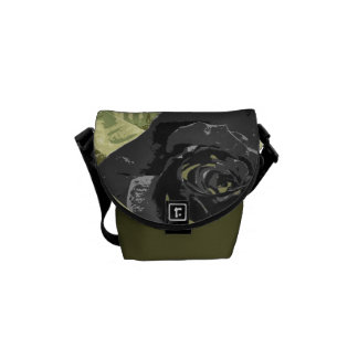 黒いバラ園の小さいメッセンジャーバッグ メッセンジャーバッグ