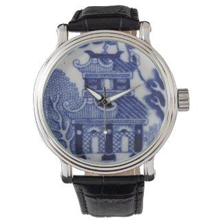 黒いバンドが付いている塔の腕時計 腕時計