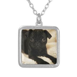 黒いパグの子犬 シルバープレートネックレス