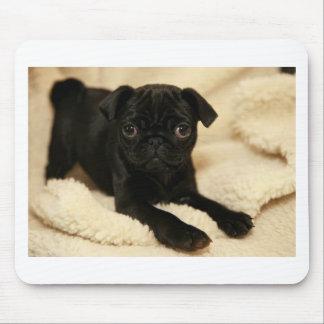 黒いパグの子犬 マウスパッド