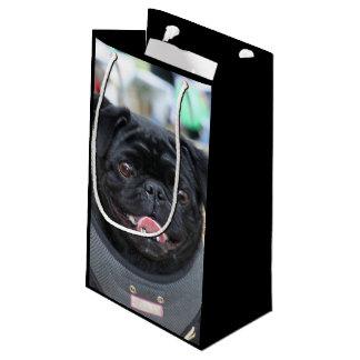 黒いパグ犬のギフトバッグ スモールペーパーバッグ