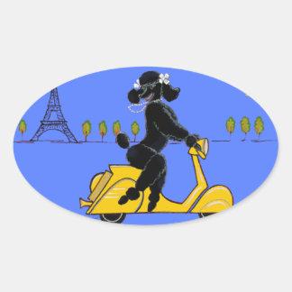 黒いプードルのスクーターのレトロのエッフェル塔 楕円形シール