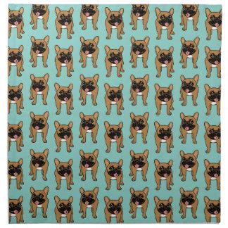 黒いマスクの子鹿のフレンチ・ブルドッグは遊んで準備ができています ナプキンクロス